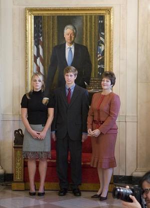 http://wizbangblog.com/images/2005/11/500wde_alitofamilypic-thumb.jpg