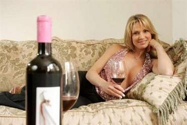 Natalie Oliveros poses in her apartment in New York March 21, 2006. Oliveros, who is also known as adult video actress Savanna Samson, has produced the wine Sogno Uno which received a 91 (outstanding) rating from wine expert Robert Parker. REUTERS/Keith Bedford