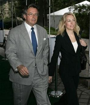 Former diplomat Joe Wilson and his wife, former CIA agent Valerie Plame , attend the East Coast premiere of the movie 'An Inconvenient Truth' in Washington May 17, 2006. Plame and her husband sued Vice President Dick Cheney , top presidential aide Karl Rove and others on Thursday for their role in the public disclosure of her classified CIA status. (Joshua Roberts/Reuters)