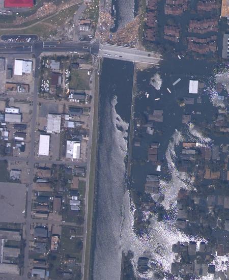NOAA_Katrina_NOLA_17th_Street_breach_Aug_31_2005.jpg