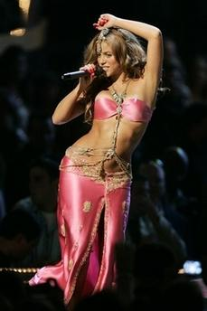 Shakira performs during the 2006 MTV Video Music Awards in New York, on Thursday, Aug. 31, 2006. (AP Photo/Jeff Christensen)