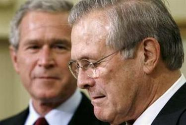 U.S. President George W. Bush (L) looks toward Secretary of Defense Donald Rumsfeld after Bush announced Rumsfeld's replacement at the White House in Washington November 8, 2006. Rumsfeld, the controversial face of U.S. war policy, quit on Wednesday after Democrats rode Americans' anger and frustration over Iraq to victory in Tuesday's congressional elections. REUTERS/Kevin Lamarque (UNITED STATES)