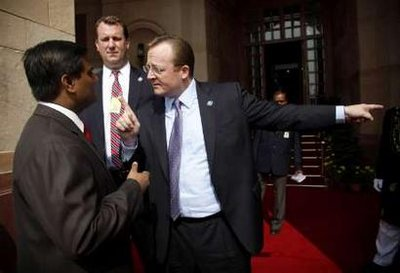 White House press secretary Robert Gibbs (R) argues with an official from the Indian Prime Minister's office after the traveling White House press pool were initially refused entry to the bilateral meeting between U.S. President Barack Obama and India's Prime Minister Manmohan Singh at Hyderabad House in New Delhi, November 8, 2010. White House Trip Director Marvin Nicholson (C) looks on. REUTERS/Jason Reed (INDIA - Tags: POLITICS IMAGES OF THE DAY)