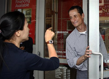 Former Rep. Anthony Weiner (D-NY) talks to a constituent