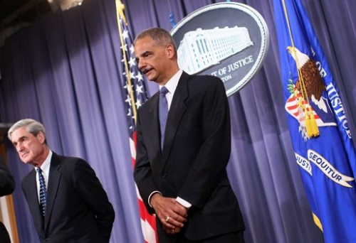 Attorney General Eric Holder (R) and FBI Director Robert Mueller (L) announce a plot, involving men allegedly linked to the Iranian government, to kill the Saudi ambassador to the US. (AFP Photo/Win Mcnamee)