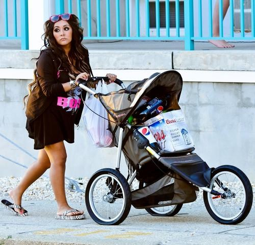Pregnant Snooki carting some beer in a baby stroller