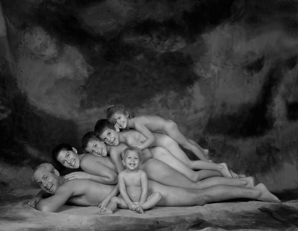 2012's creepiest family photo