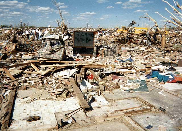 Moore_tornado_damage