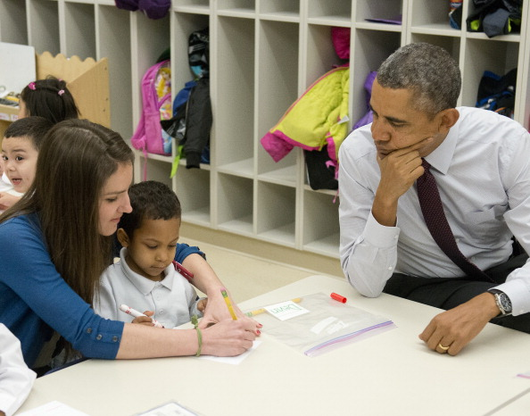 Obama Visits Powell Elementary School