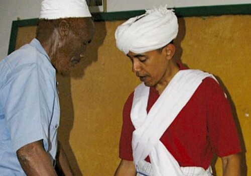 Obama trying on traditional Somali garb