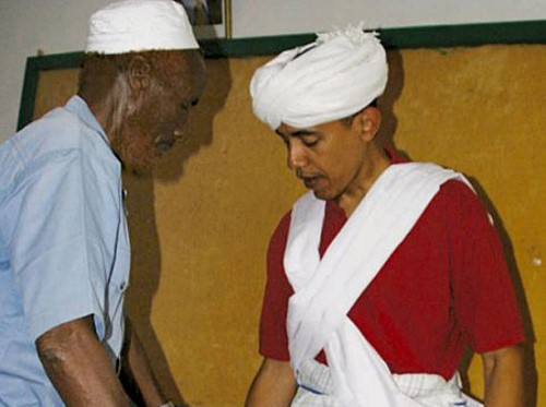 Obama trying on traditional Somali garb