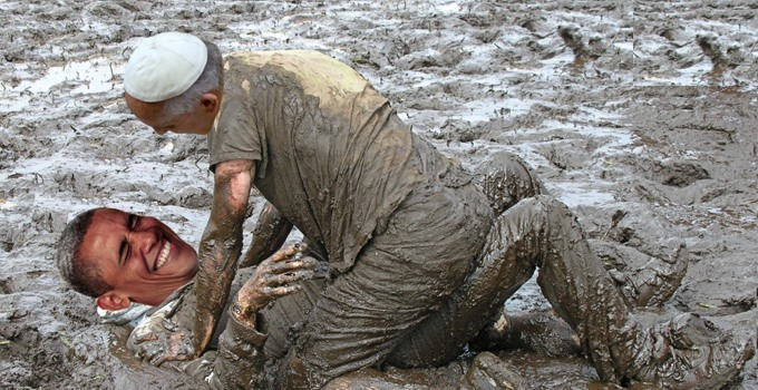 Obama - Pope Mud Wrestling