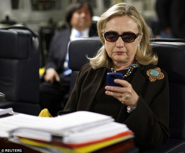 hillary-texting